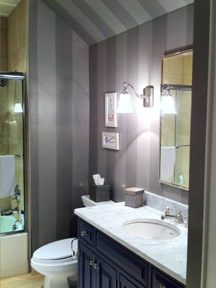 bathroom_grey_stripes